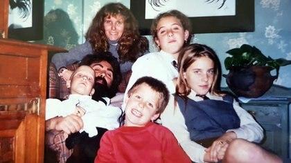 Natalí Dafne Flexer en una postal familiar junto a sus padres y sus tres hermanos