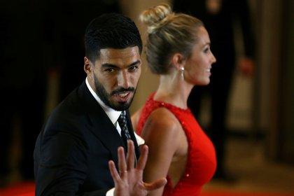 Luis Suárez y Sofía Balbi estuvieron presentes en el casamiento de Lionel Messi y Antonela Roccuzzo en Rosario en junio de 2017 (REUTERS/Marcos Brindicci)