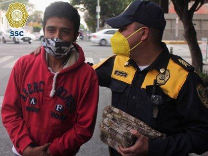 La mochila había sido extraviada en unos baños públicos ubicados en la colonia Doctores de la alcaldía Cuauhtémoc (Foto: Twitter@SSC_CDMX)