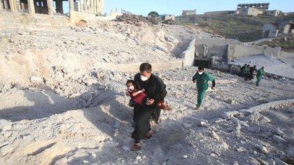 Evacuación de heridos durante la invasión turca al territorio controlado por los kurdos en el norte de Siria.