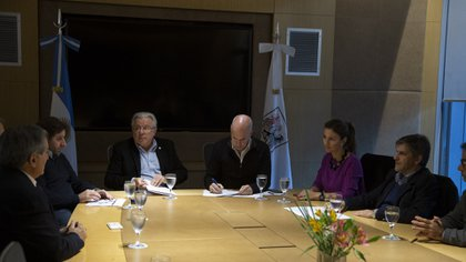 Las autoridades de la UBA y de CABA, en la firma del acuerdo