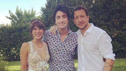 El joven actor junto a Nicolás y Gimena Accardi, en su casamiento