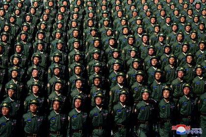 Corea del Norte celebra el 75° aniversario de la fundación del gobernante Partido de los Trabajadores de Corea del Norte, en esta imagen publicada por la Agencia Central de Noticias de Corea del Norte el 10 de octubre de 2020. KCNA vía REUTERS.