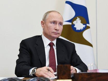 El presidente Vladimir Putin anunció la aprobación de la vacuna Sputnik V para combatir el coronavirus. El mandatario todavía no se inoculó la dosis contra la COVID-19 (Reuters)