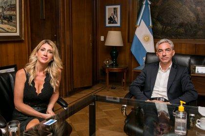 Virginia Staricco junto al ministro de trasporte argentino Mario Meoni