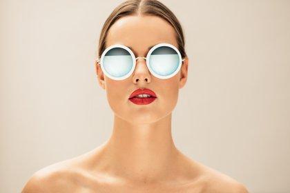 Cuáles son las tendencias en anteojos de sol y las recomendaciones de expertos a la hora de elegirlos (Shutterstock)