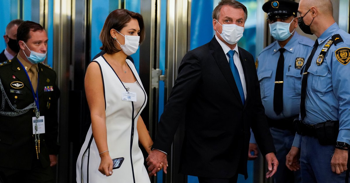 The mayor of New York asked Jair Bolsonaro's wife to send her husband to get vaccinated for Covid-19