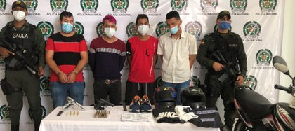 Los hombres capturados son señalados de perpetrar el atentado con una granada del pasado martes en Barranquilla y pertenecer a la banda criminal 'Los costeños'. Foto: Fiscalía General de la Nación