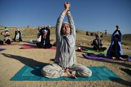 Fakhria Momtaz, profesora de yoga y fundadora del primer centro para mujeres en Kabul