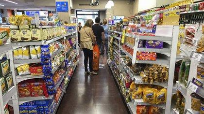 Los supermercados publicitan sus promos, aunque no siempre le resultan convenientes al consumidor  (NA)