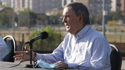 El gobernador Juan Schiaretti negocia un canje de deuda