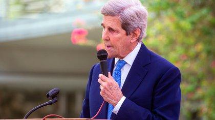 John Kerry, enviado del gobierno de Biden, comenzó sus negociaciones sobre el clima en China