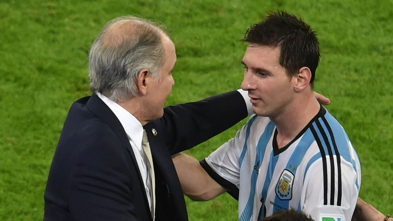 Sabella y Messi durante el mundial de Brasil 2014 (AFP)