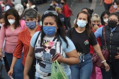 30/07/2020 Mujeres con mascarilla en una estación de autobuses en Ciudad de México POLITICA INTERNACIONAL Carlos Mejiaeelg/El Universal vi / DPA