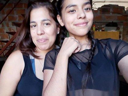 Emilce, junto a su madre, Soledad Morel.