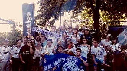 La peña del Real Madrid se fue contenta del Moby Dick Pub & Grill tras la victoria