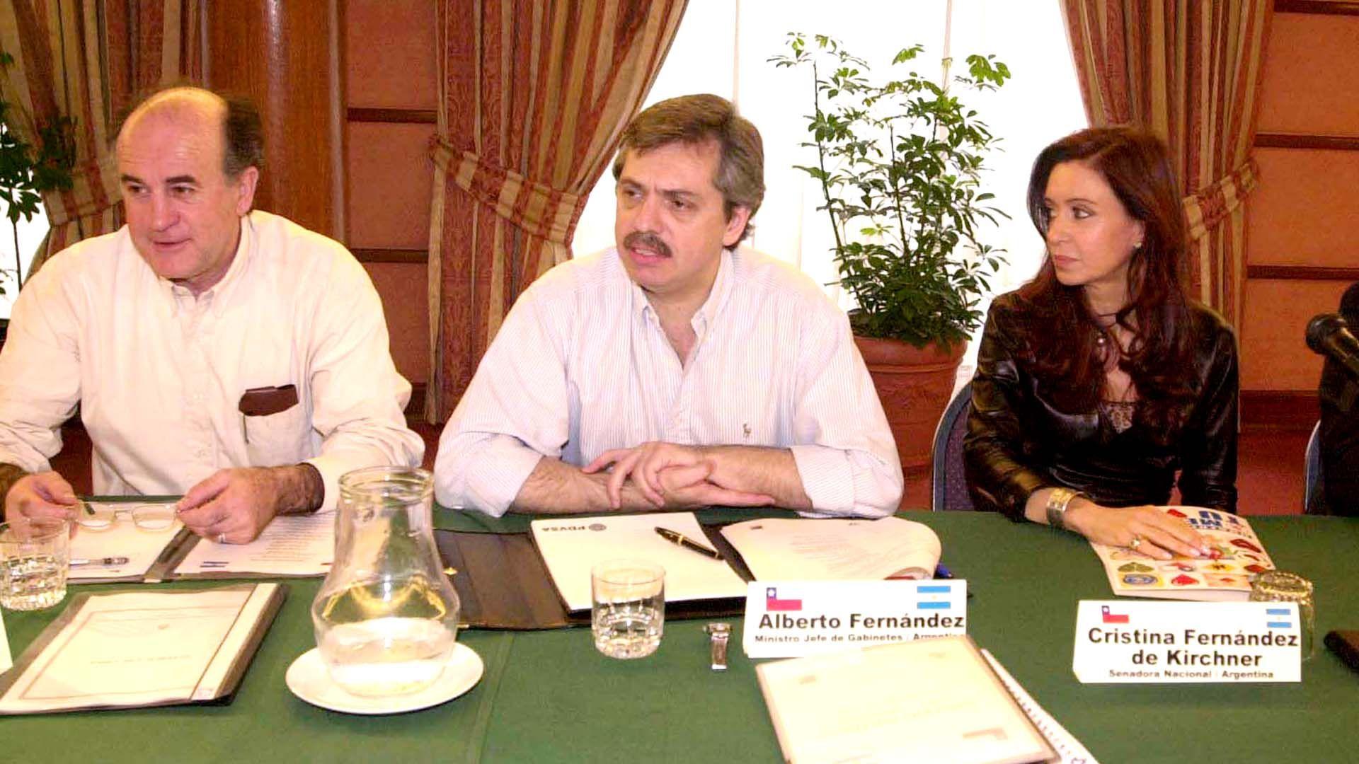 En 2004, con el entonces secretario general de la Presidencia Oscar Parrilli, la senadora Cristina Kirchner y el secretario Legal y Técnico Carlos Zannini, en el marco del diálogo político entre Chile y Argentina.