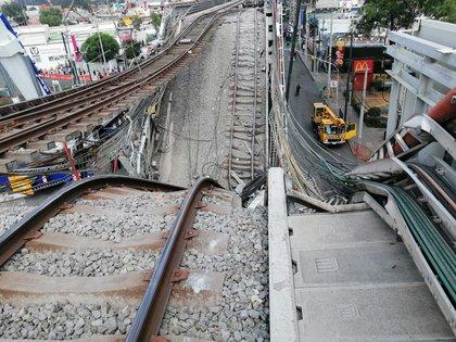 El Metro cayó desde el puente que sostenía las vías (Foto: Twitter / @siete_letras)