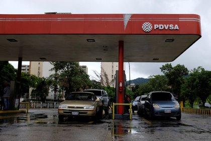 Una gasolinera de PDVSA enCaracas, Venezuela (REUTERS/Marco Bello/archivo)