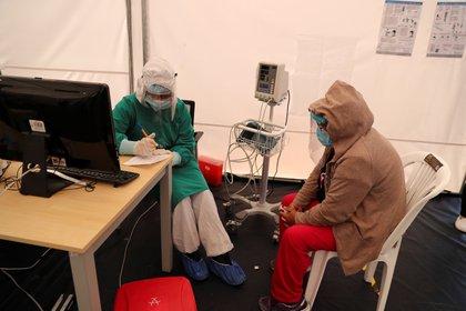 Se espera que la próxima semana lleguen a Ecuador las primeras dosis de la vacuna de Pfizer, en total 86.000 a un ritmo aproximado de 15.000 en cada partida, según el ministro de Salud Pública, Juan Carlos Zevallos. EFE/José Jácome/Archivo
