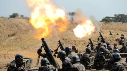 Kim Jong-un reapareció en público este viernes para supervisar el lanzamiento de morteros, en el marco de unas pruebas de artillería (Reuters)