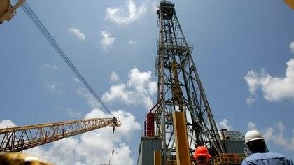 Juez frenó provisionalmente la reforma petrolera de AMLO