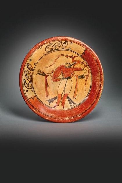 PLATO MAYA, APROX. 550-950 d. C. Precio estimado: EUR 10,000 - EUR 15,000.