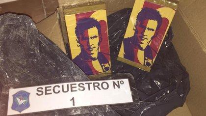 Los paquetes con la cara de Lionel Messi y los colores del Barcelona
