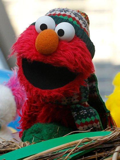 Foto de archivo de un muñeco de Elmo durante un desfile del Día de Acción de Gracias en Nueva York. Nov 22, 2012. REUTERS/Brendan McDermid