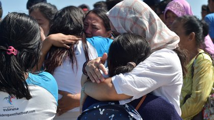 El terremoto de magnitud 6,9 ocurrido la noche del domingo provocó escenas de pánico entre locales y visitantes (AFP)