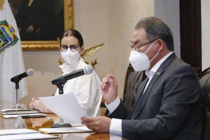 Tanto el gobernador como el secretario de educación de Puebla refirieron que no se volverá a clases si el semáforo epidemiológico no está en verde (Foto: Gobierno de Puebla)