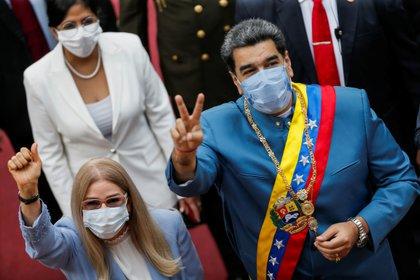 Maduro et sa femme, Cilia Flores, arrivant au bâtiment de l'Assemblée nationale pour le discours annuel sur l'état de la nation le 12 janvier 2021. REUTERS / Manaure Quintero