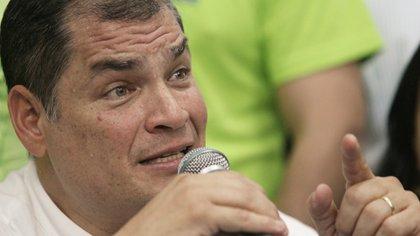 Rafael Correa durante una rueda de prensa este sábado en la sede de Alianza País. (Reuters)