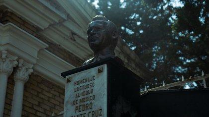 En fotos: a 64 años de la muerte de Pedro Infante, así luce su tumba