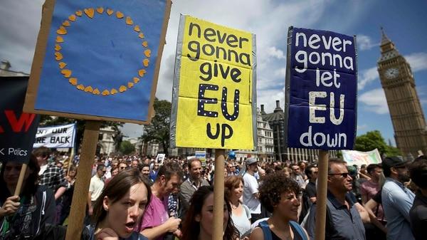 La campaña por el Brexit desató intensas campañas en las calles (Reuters)