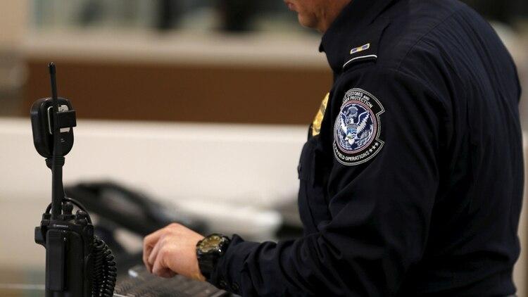 De acuerdo con medios locales, la base de datos vulnerada también contenía imágenes de pasaportes y visas (Foto: Archivo)