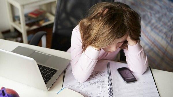 El bullying se encuentra presente en mayores proporciones entre alumnos de bajo rendimiento escolar (Istock)