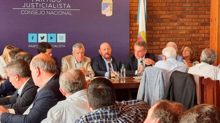 El ministro de Defensa, Agustín Rossi, fue uno de los oradores en la reunión del Consejo Nacional del PJ