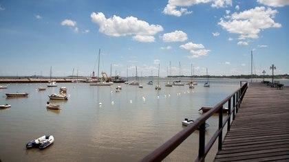 El puerto de la ciudad uruguaya de Colonia de Sacramento (iStock)