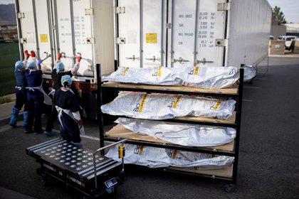 Morgues improvisadas en la ciudad de El Paso, Texas, para enfrentar el alza de casos (REUTERS/Ivan Pierre Aguirre)