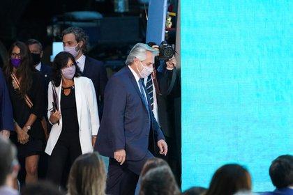 Alberto Fernández sube al escenario (Foto: Franco Fafasuli)