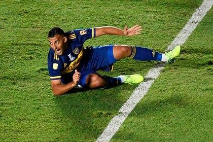 Wanchope se quejó de un agarrón pero no existió falta de Maldonado (REUTERS/Andres Larrovere)