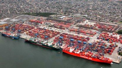 Puerto de Santos, hacia él converge la droga que lega de la triple frontera dominado por bandas narcocriminales brasileñas como el PCC. Foto: AFP.