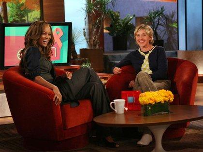 Ellen Degeneres con Tyra Banks en su programa (Shutterstock)
