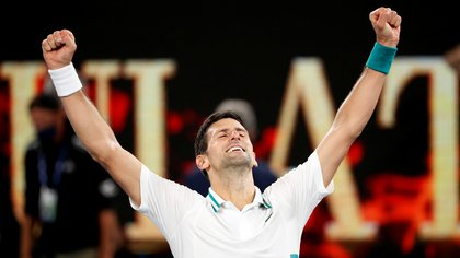 Tennis - Australian Open - Men's Singles Final - Melbourne Park, Melbourne, Australia, February 21, 2021 Serbia's Novak Djokovic celebrates winning his final match against Russia's Daniil Medvedev REUTERS/Asanka Brendon Ratnayake     TPX IMAGES OF THE DAY