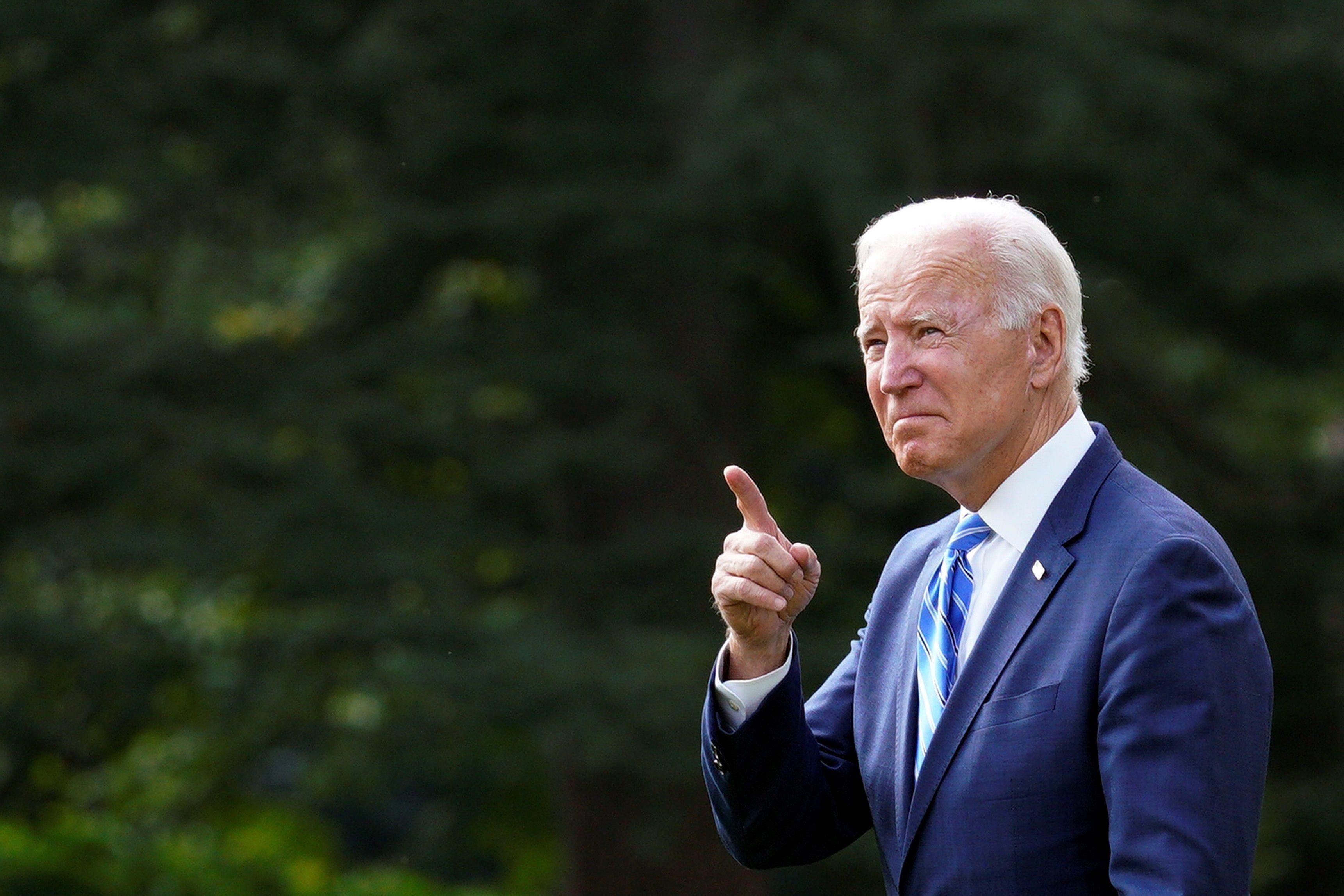El presidente Joe Biden promulgó la ley que eleva el techo de la deuda de EEUU