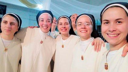 Con las hermanas Paola, Marce, Ana y Beti.