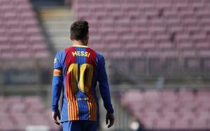 Abrazo con Suárez, una apilada sensacional y un tiro libre que pudo ser el del título: el partido de Messi ante Atlético Madrid