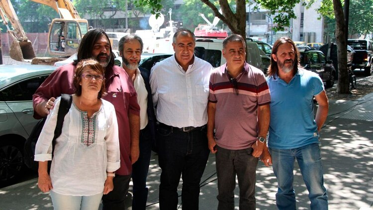 Sonia Alesso (CTERA), Roberto Baradel (Suteba), Héctor Daer (CGT-Sanidad), Eduardo López (UTE) y el concejal del Frente de Todos Edgardo Depetri, algunos de los convocados por Alberto Fernández. (Thomas Khazki)