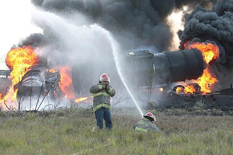 Explosión de un camión cisterna, en el Valle de México, en 2015. (Foto: Especial)